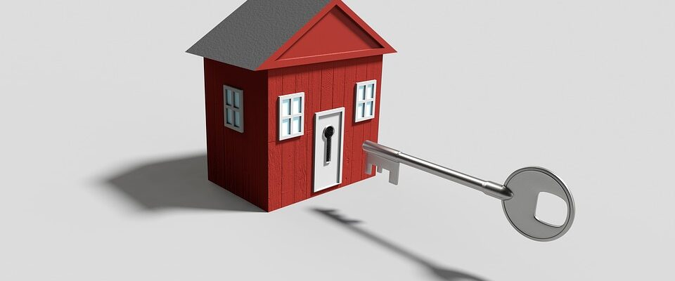 Nessun diritto di abitazione al coniuge superstite se la casa era di proprietà del de cuius e di un terzo.